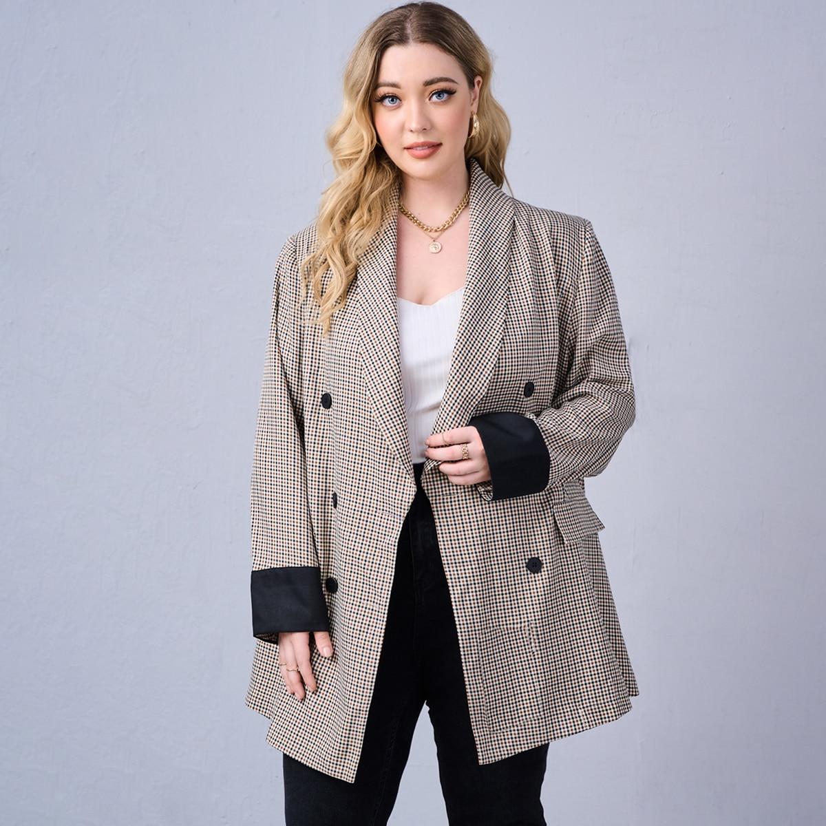Пиджак размера плюс в клетку с карманом-обманкой с пуговицами