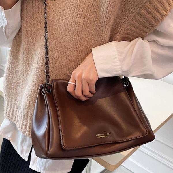 Minimalist Flap Chain Shoulder Bag, Coffee brown