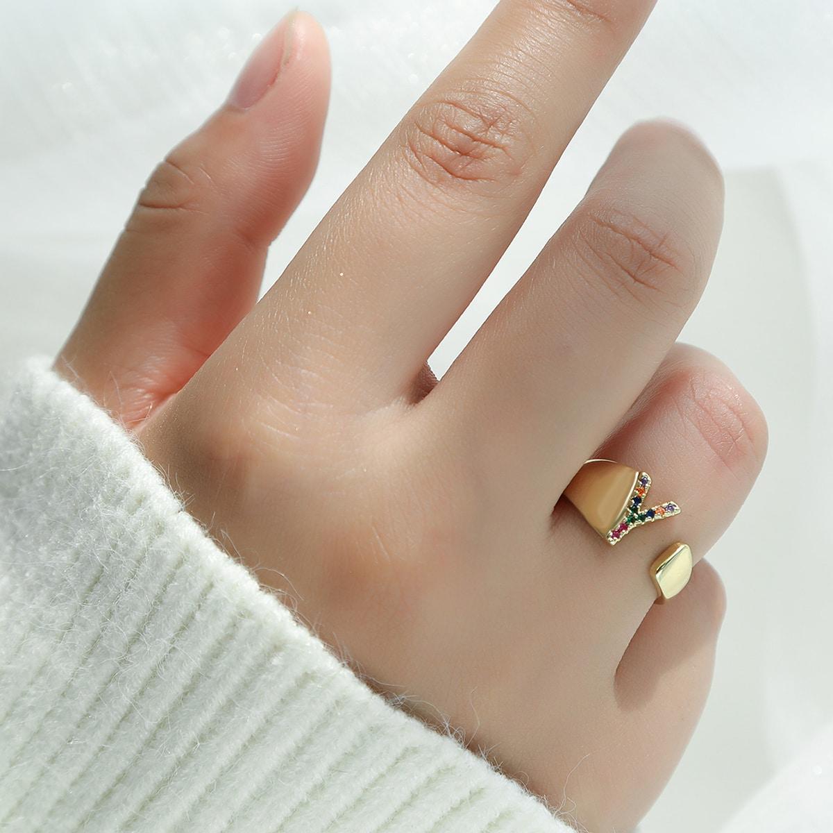 для девочек Открытое кольцо с буквой