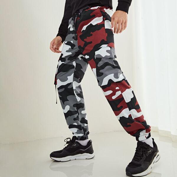 Men Camo Print Buckled Flap Pocket Drawstring Waist Pants, Multicolor