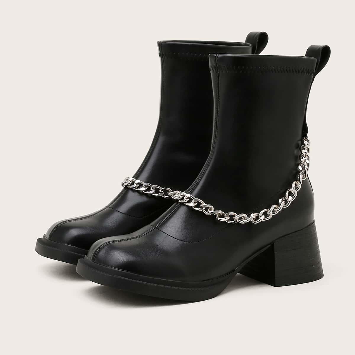 Классические ботинки с цепочкой на массивном каблуке