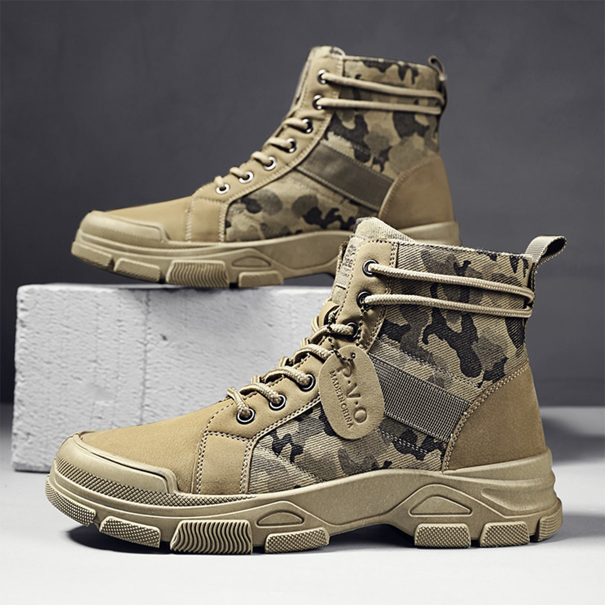 Men Camo Pattern Lace-up Front Hiking Boots