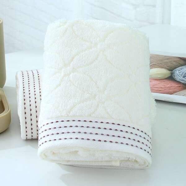 1pc Four Leaf Clover Pattern Towel, Beige
