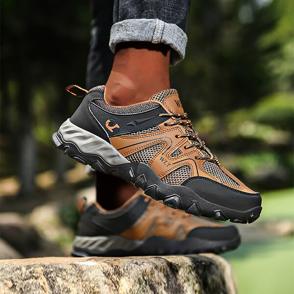 Men Colorblock Breathable Hiking Shoes, Brown
