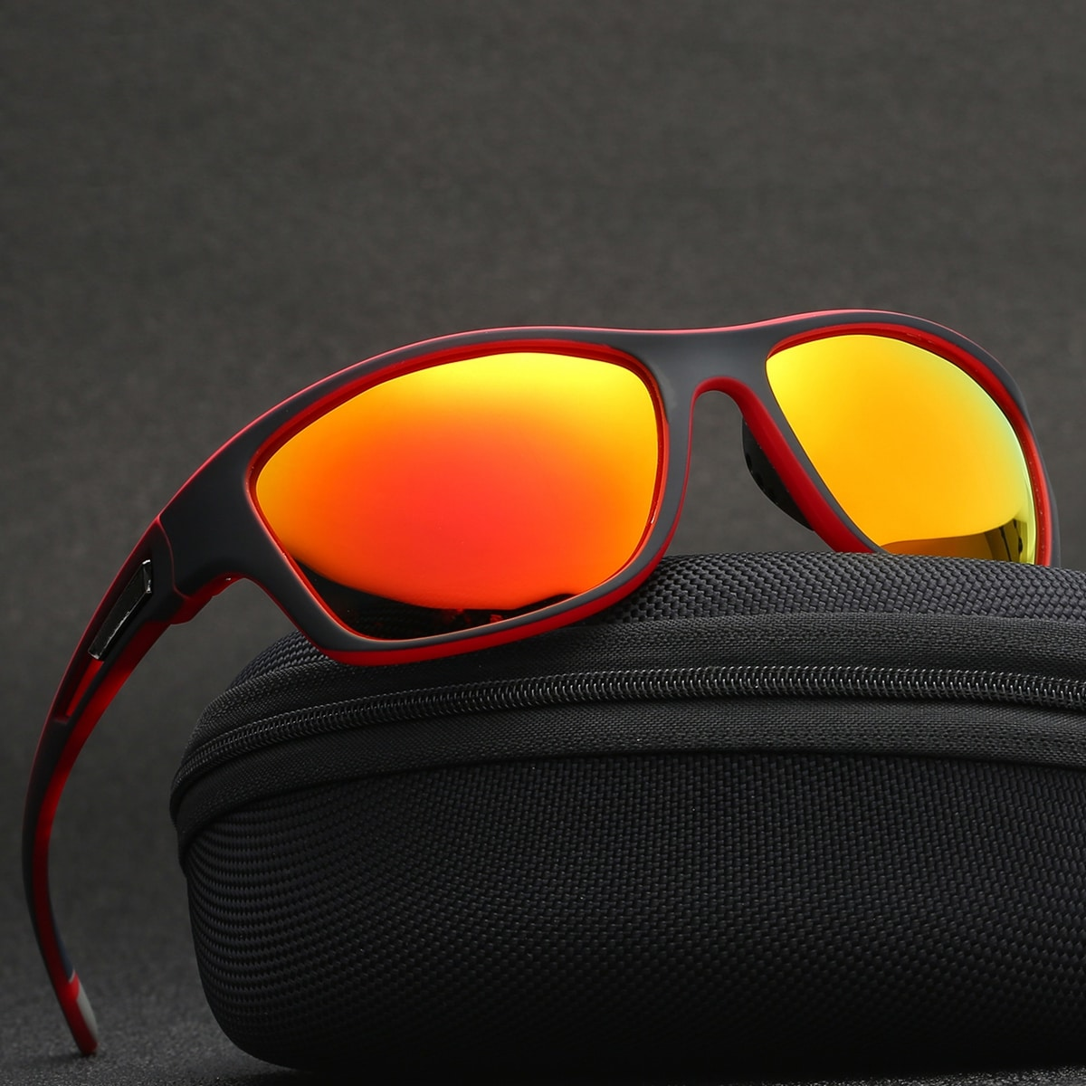 Солнцезащитные очки с тонированными линзами спортивный