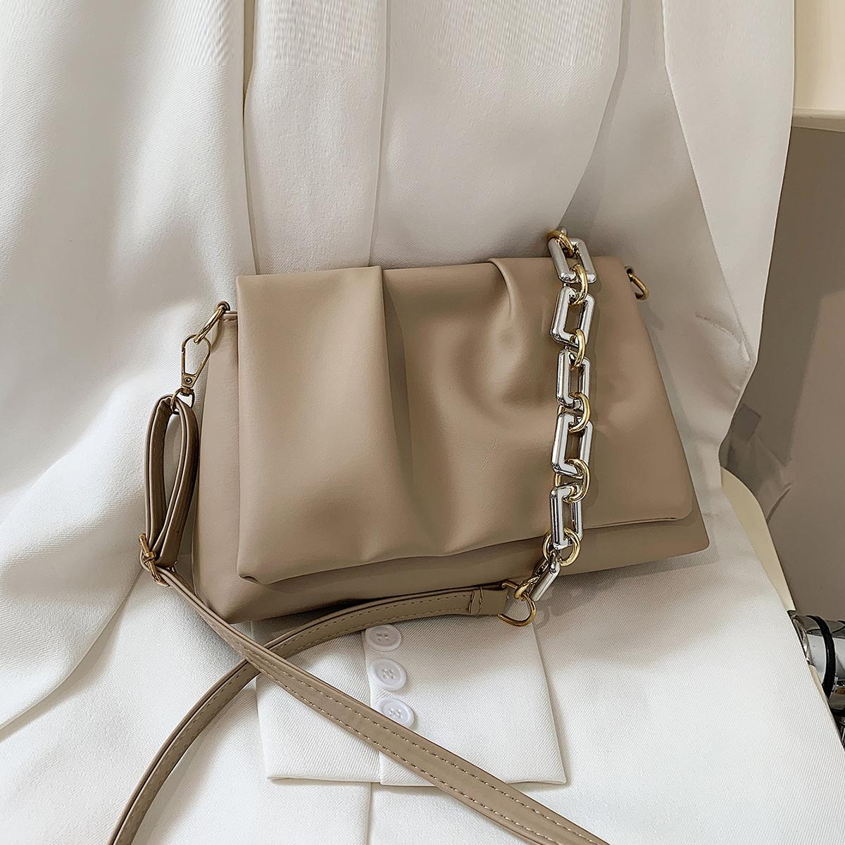 Минималистичная сумка через плечо со сборками