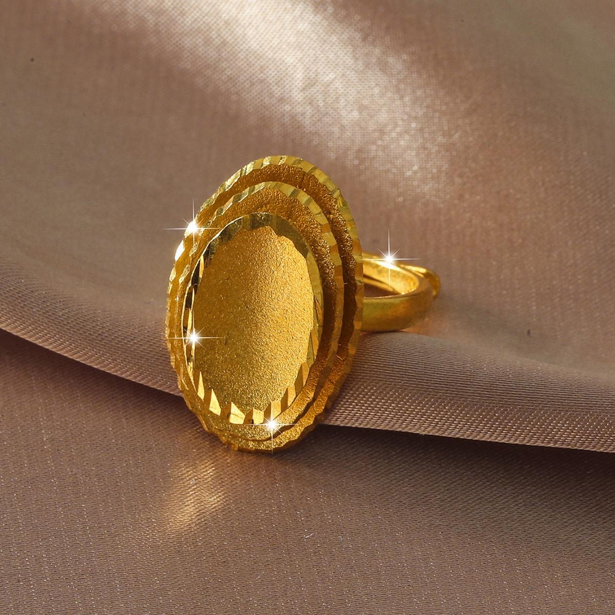 Кольцо с овальным декором