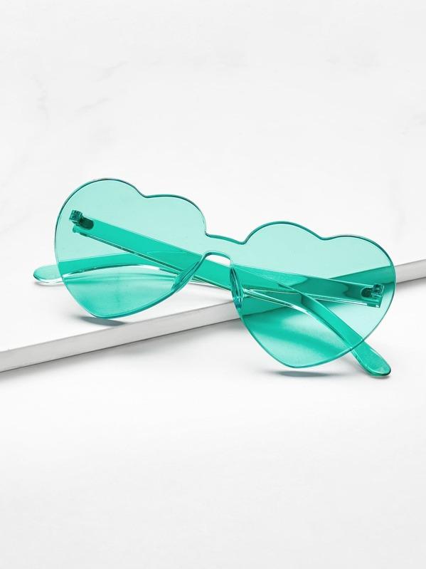 Occhiali da sole con lenti piatte a forma di cuore  f5e6c7371c9