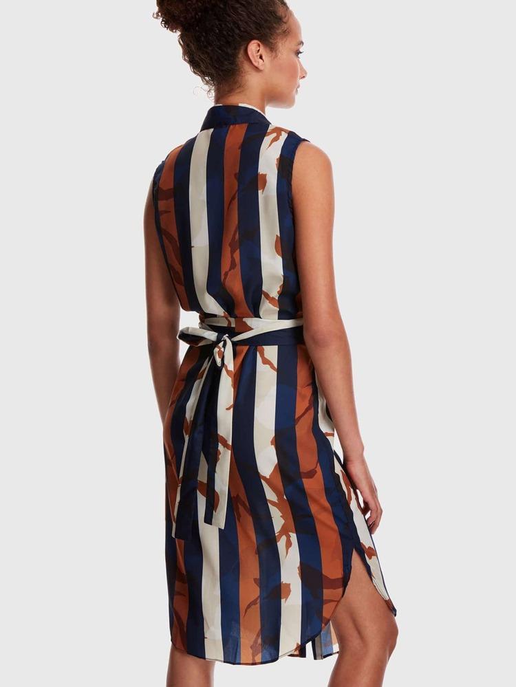 6244b1b613 Vestido estilo blusa bajo curvo de rayas con cinturón