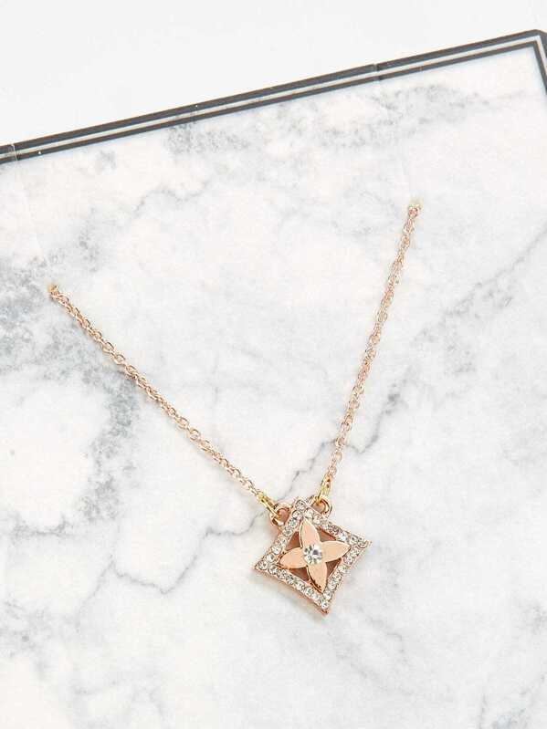 743842de7a1c Rhinestone Flower Pendant Chain Necklace -SheIn(Sheinside)