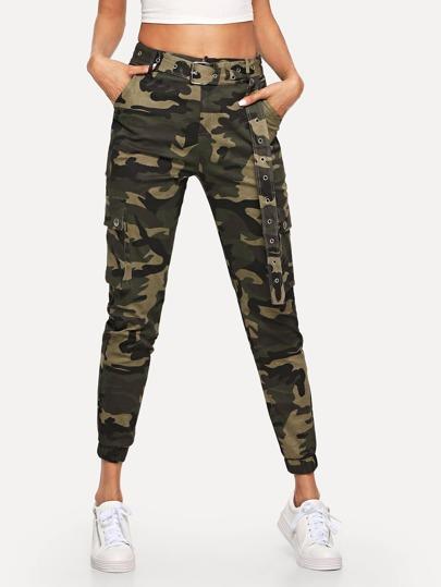 8e76299a7974 Pantalon ceinturé avec imprimé camouflage et poches