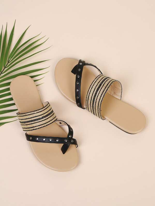 437a90eb6ff2 Toe Ring Flat Sandals With Studded -SheIn(Sheinside)