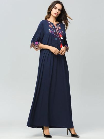 62aee04399e Robe brodée fleur avec manches bouffantes et franges