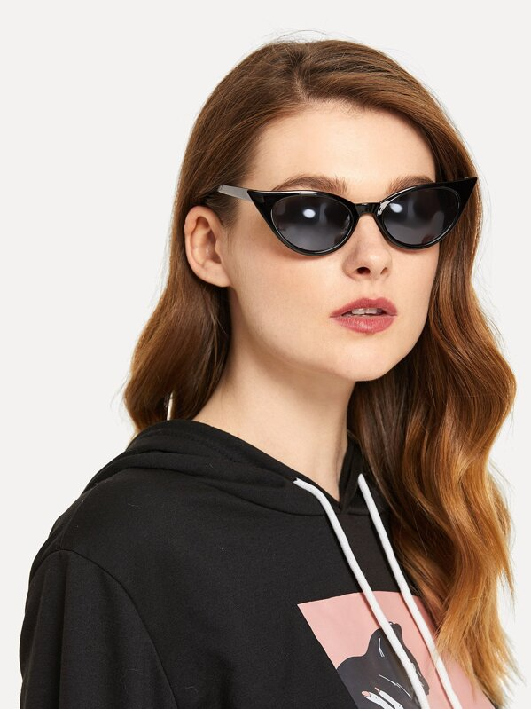 4ecf438cf7 Flat Lens Cat Eye Sunglasses   SHEIN