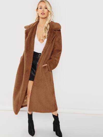 524fe511e46b Manteau en tissu duveteux long avec fourrure synthétique