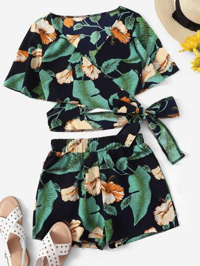 8d065dae41132 Floral Print Criss Cross Wrap Knot Top With Shorts