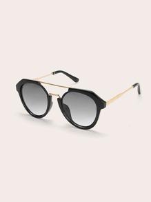 f16fec142 نظارات بتفاصيل معدني بشريط اعلى للاطفال الصغار