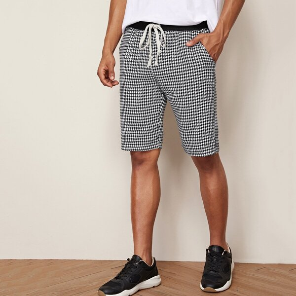 Men Drawstring Waist Houndstooth Print Shorts, Black and white